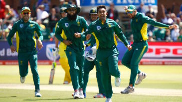 The South Africans chase after Tabraiz Shamsi