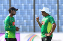 Chandika Hathurusingha chats with Sabbir Rahman, Chittagong, October 18, 2016