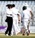 Kumar Dharmasena signals for the third umpire, Bangladesh v England, 1st Test, Chittagong, 5th day, October 24, 2016