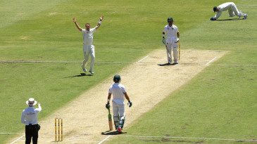 Peter Siddle makes a successful appeal against JP Duminy
