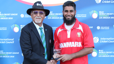 Zameer Khan accepts the Man of the Match award