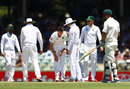 Dale Steyn had to leave the field due to a shoulder injury, Australia v South Africa, 1st Test, Perth, 2nd day, November 4, 2016