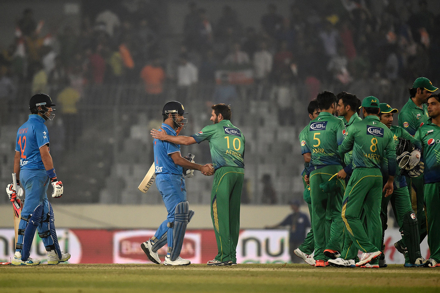 MS Dhoni and Shahid Afridi shake hands at the end of the match