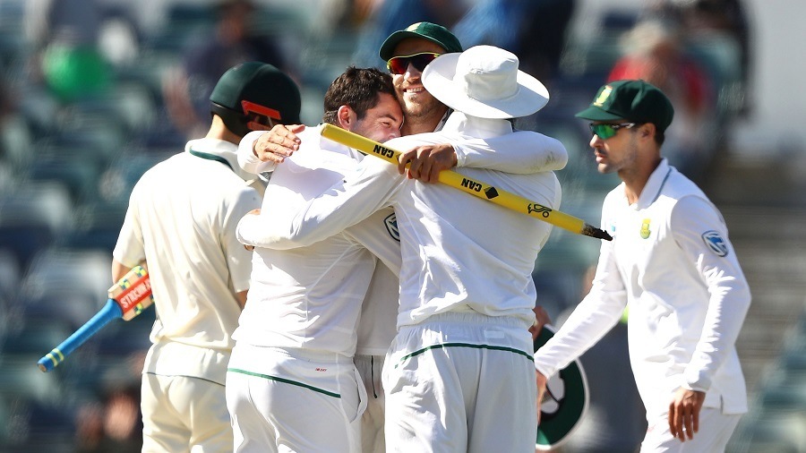 Clinical South Africa thrash Australia in second Test