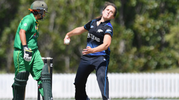 Amelia Kerr bowls during her ODI debut