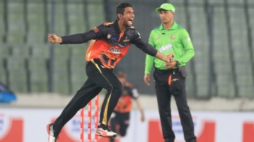 Mahmudullah took three wickets in the last over to seal Khulna's win