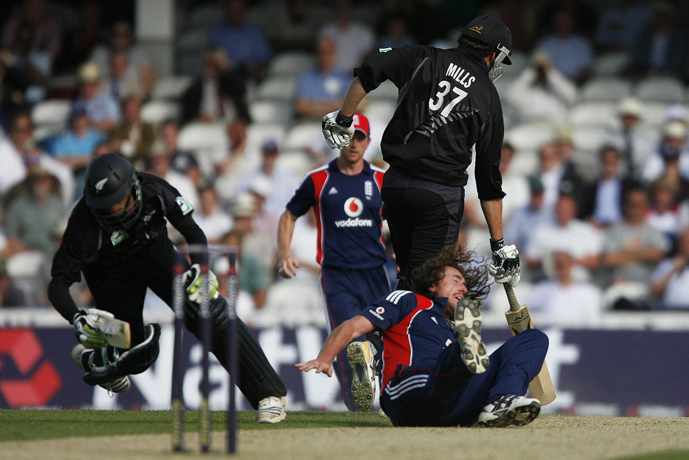 Full frontal: which player can be blamed for wilfully obstructing the other in the case of Ryan Sidebottom's collision with Grant Elliott?