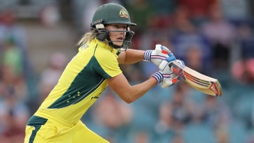 Ellyse Perry slaps through the off side en route to her unbeaten 93