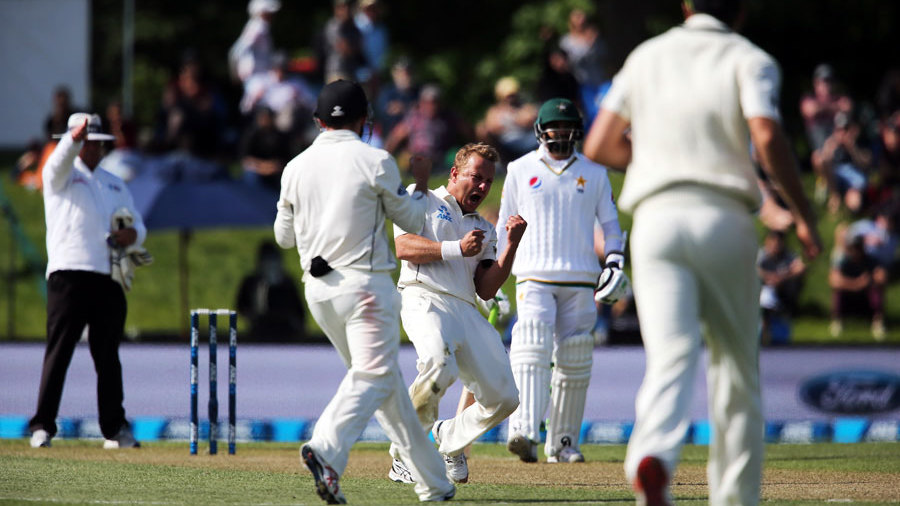 NZ on brink of victory at lunch