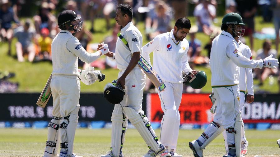 Blackcaps thrash Pakistan in first Test