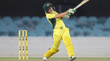 Alyssa Healy looks for the midwicket boundary