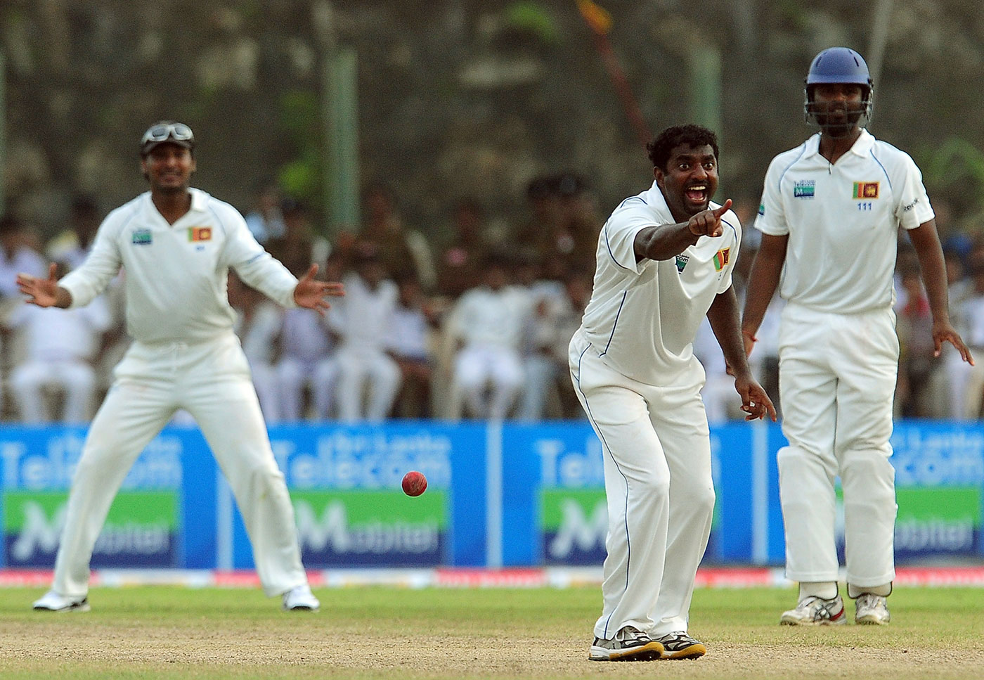 Muttiah Muralitharan successfully appeald for Sachin Tendulkar's wicket