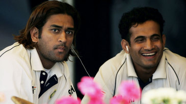 MS Dhoni and Ifran Pathan listen to music