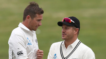 Tim Southee shakes hands with Neil Wagner