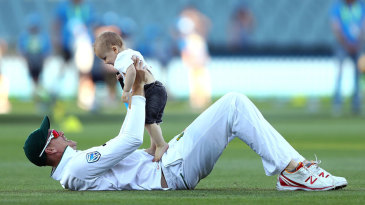 Morne Morkel relaxes with his son Arias