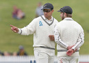 Ross Taylor offers his wisdom to Kane Williamson, New Zealand v Pakistan, 2nd Test, Hamilton, 5th day, November 29, 2016