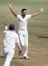 Dhawal Kulkarni celebrates Sayan Mondal's wicket, Bengal v Mumbai, Ranji Trophy 2016-17, Nagpur, 2nd day, November 30, 2016