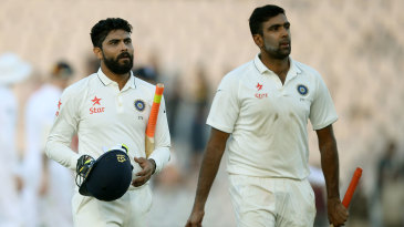 R Ashwin and Ravindra Jadeja walk back at stumps