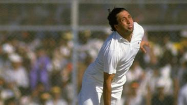 Abdul Qadir bowls