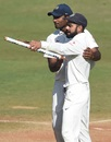 Jayant Yadav and Virat Kohli have a chat, India v England, 4th Test, Mumbai, 5th day, December 12, 2016