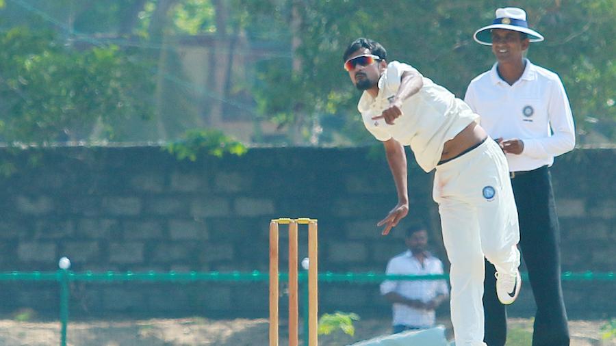 Shahbaz Nadeem loops the ball
