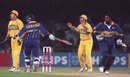 Aarvinda de Silva and Asanka Gurusinha take a run, Australia v Sri Lanka, World Cup final, Lahore, March 17, 1996