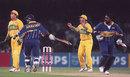 Aarvinda de Silva and Asanka Gurusinha take a run, Australia v Sri Lanka, World Cup final, Lahore, March 17, 1996
