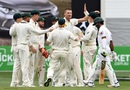 Jackson Bird celebrates with team-mates after dismissing Asad Shafiq, Australia v Pakistan, 2nd Test, 2nd day, Melbourne, December 27, 2016