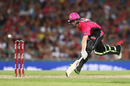 Jordan Silk stretches to complete a run, Sydney Sixers v Perth Scorchers, Big Bash League, Sydney, December 27, 2016