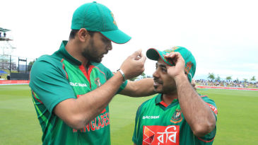 Tanbir Hayder receives his first ODI cap from Mashrafe Mortaza