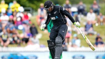 Martin Guptill made 6 before retiring hurt with a hamstring injury