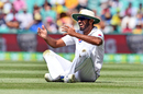 Wahab Riaz sees the lighter side after a misfield, Australia v Pakistan, 3rd Test, Sydney, 2nd day, January 4, 2017