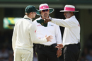 Steven Smith talks to the umpires, Australia v Pakistan, 3rd Test, Sydney, 2nd day, January 4, 2017