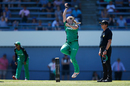 Morna Nielsen gets into her delivery stride, Melbourne Stars v Perth Scorchers, Women's Big Bash League 2016-17, Melbourne, January 5, 2017