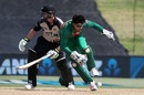Bangladesh wicketkeeper Nurul Hasan collides with Colin Munro, New Zealand v Bangladesh, 2nd T20I, Mount Maunganui, January 6, 2017