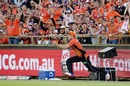 David Willey takes a catch on the boundary, Scorchers v Heat, Big Bash League 2016-17, Perth, January 5, 2017
