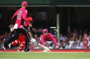 Jordan Silk tries to run Aaron Finch out, Sydney Sixers v Melbourne Renegades, Big Bash 2016-17, Sydney, January 9, 2017