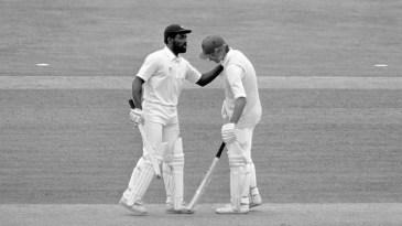 Viv Richards congratulates Peter Roebuck