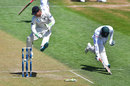 BJ Watling attempts to run out Shakib Al Hasan, New Zealand v Bangladesh, 1st Test, Wellington, 2nd day, January 13, 2017