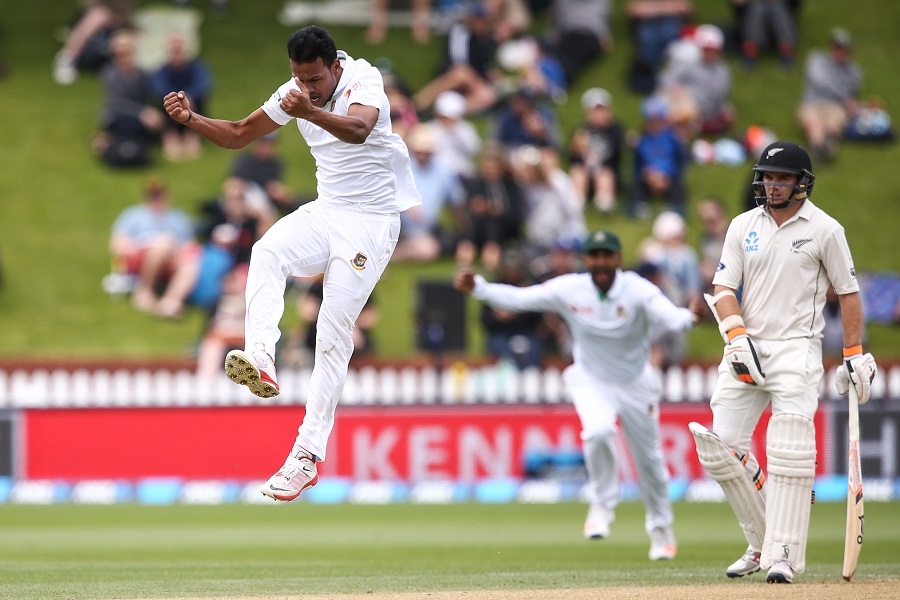 Black Caps strike early on day two