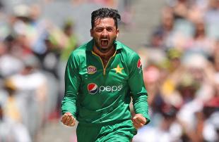 Junaid Khan lets out a roar after dismissing David Warner