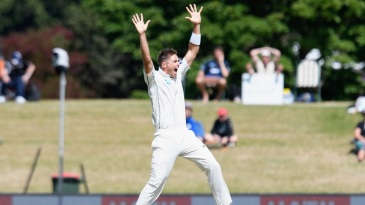 Tim Southee whirls around for an appeal