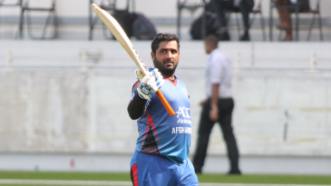 Mohammad Shahzad acknowledges the crowd after being dismissed for 80