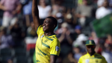 Lungi Ngidi made the early breakthroughs