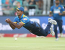 Nuwan Kulasekara couldn't hold a swirling catch in the final over, South Africa v Sri Lanka, 3rd T20, Cape Town, January 25, 2017