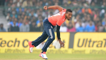 Chris Jordan removed KL Rahul in the fifth over with a short-pitched delivery