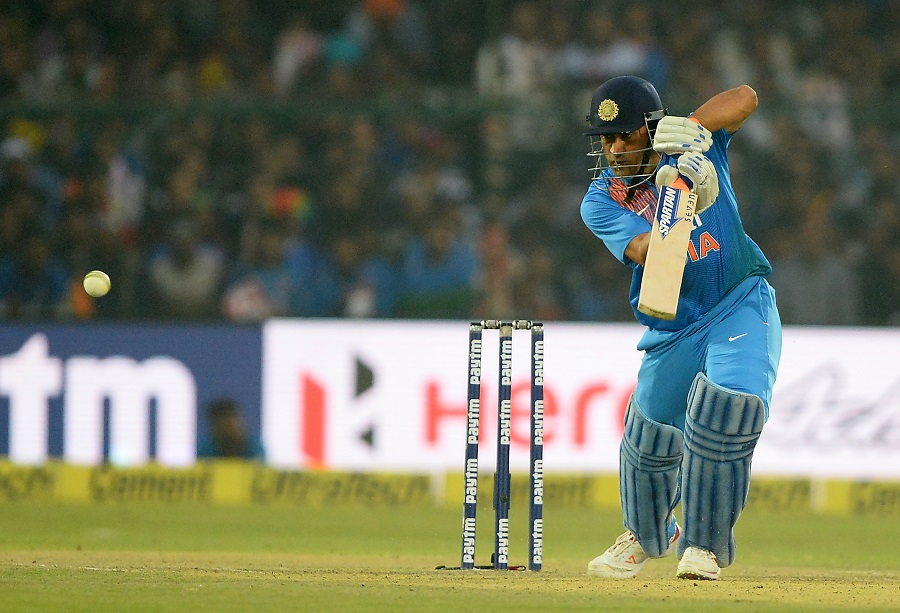 Jharkhand undergo five-run defeat, Dhoni forty three