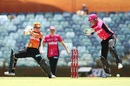 Alyssa Healy reacts as Nicole Bolton cuts the ball, Perth Scorchers v Sydney Sixers, Women's BBL 2016-2017, Perth, January 28, 2017