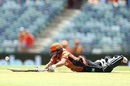 Katherine Brunt puts in a dive, Perth Scorchers v Sydney Sixers, Women's BBL 2016-2017, Perth, January 28, 2017