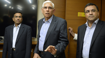 Vikram Limaye, Vinod Rai and BCCI CEO Rahul Johri at a meeting